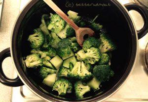 Brokkolisuppe mit Zimt-Maibrotscroutons