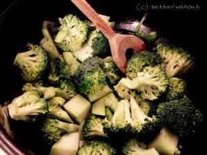 Brokkolisuppe mit Zimt-Maisbrotcroutons