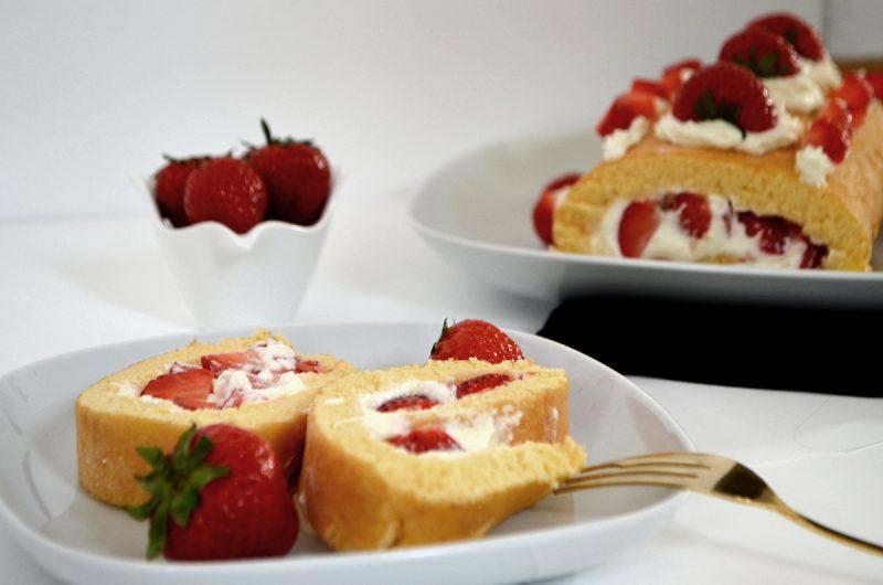 Sommerliche Erdbeerrolle