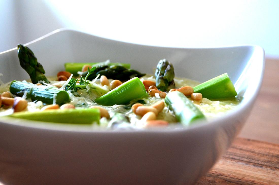 Parmesanrisotto mit grünem Spargel